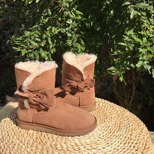 UGG🍂Chestnut leather bow size 9 women's